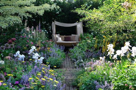 Garten Pflegen So Geht's Günstig Und Mit Wenig Aufwand