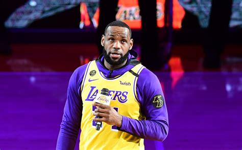 LeBron James delivers moving speech on Kobe Bryant before ...