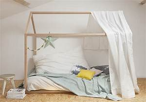 Lit Au Sol : craquez pour un lit cabane dans la chambre d 39 enfant elle d coration ~ Teatrodelosmanantiales.com Idées de Décoration