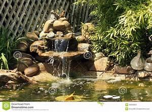 Gartenteich Mit Wasserfall : japanischer gartenteich mit wasserfall und fischen stockfoto bild 49259904 ~ Orissabook.com Haus und Dekorationen