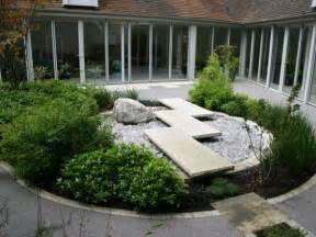 courtyard designs 27 calm japanese inspired courtyard ideas digsdigs