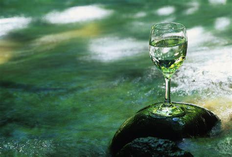 acqua rubinetto meglio bere acqua in bottiglia o rubinetto