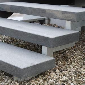 Granit Treppenstufen Außen : treppenstufe stufe aussen granit dunkel geflammt 125x35x8cm ~ A.2002-acura-tl-radio.info Haus und Dekorationen