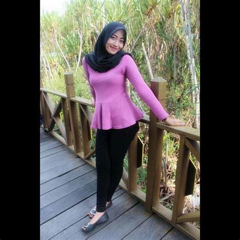 hijab seksi cewek jilbab  toket bulet nonjol