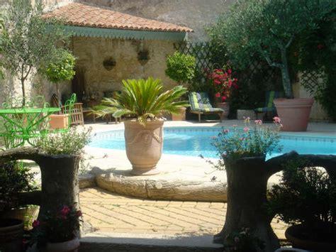 table et chambre d hote piscine maison gaudin chambre d 39 hote cognac