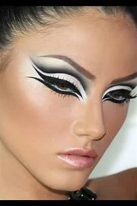 Black Halloween Makeup Ideas To Explore Your Darkest Side ...