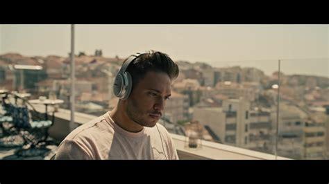 Bose Headphones Used By Jonas Blue In