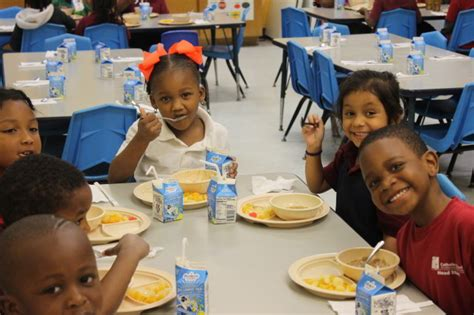 learn more about the health benefits of start 434 | USED head start preschool new orleans children eating