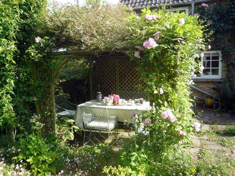 breakfast in the garden bullocks horn cottage