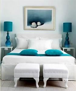 1001 idees pour une chambre bleu canard petrole et paon With chambre blanche et bleu