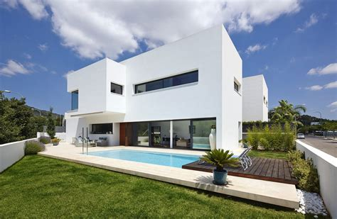 all white homes dise 241 o de casa con piscina de dos pisos construye hogar