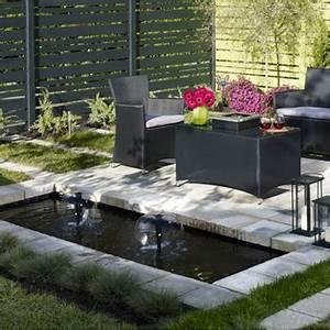 amenager un jardin aquatique guides d39achat rona With plan de petite maison 10 installer une fontaine en pierre dans son jardin