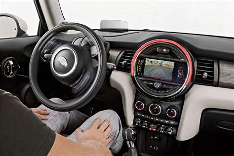 interieur mini 2014 mini cooper hardtop features and specs announced
