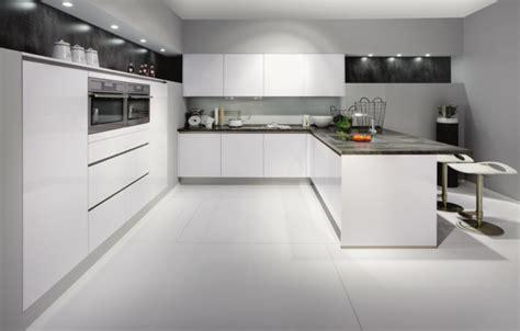 cuisine ouverte avec ilot la cuisine laquée une survivance ou un hit moderne