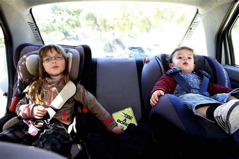 siege auto pour bebe de 6 mois sécurité routière deux enfants sur trois sont mal