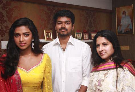 Photos Of Vijay With His Family