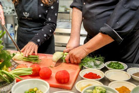 cours de cuisine orientale cours de cuisine marocaine à essaouira avec l 39 heure bleue