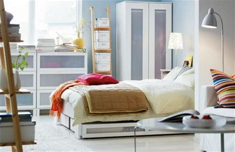 organizing ideas for small bedrooms small bedroom organizing tips 19359