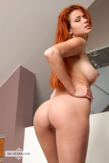 Join The Hot Redhead For A Posing Show Where You See Her