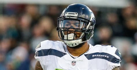 seahawks de marcus smith explains switching
