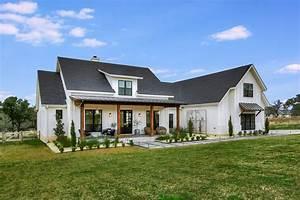 Farmhouse Style House Plan - 4 Beds 2.5 Baths 2686 Sq/Ft ...