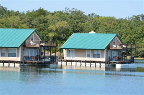 oklahoma cabin rentals these floating cabins in oklahoma are the ultimate place