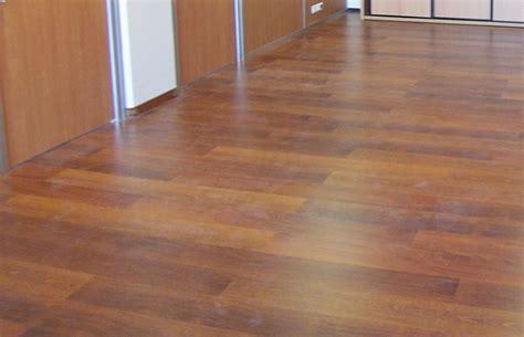 dalle de sol chambre les revêtements de sol lames ou dalles pvc espace
