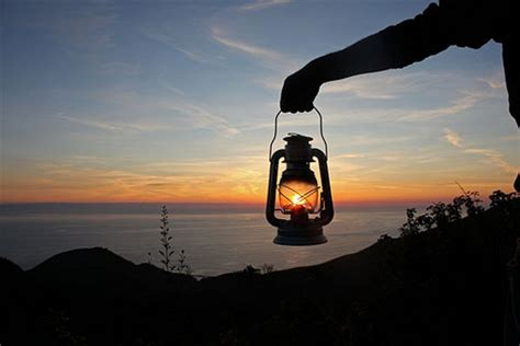 catching  sunamazing examples  forced perspective