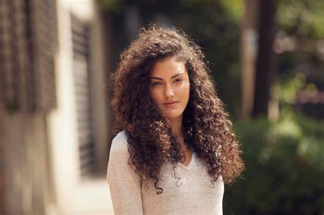 easy  modern hairstyles  thick curly hair