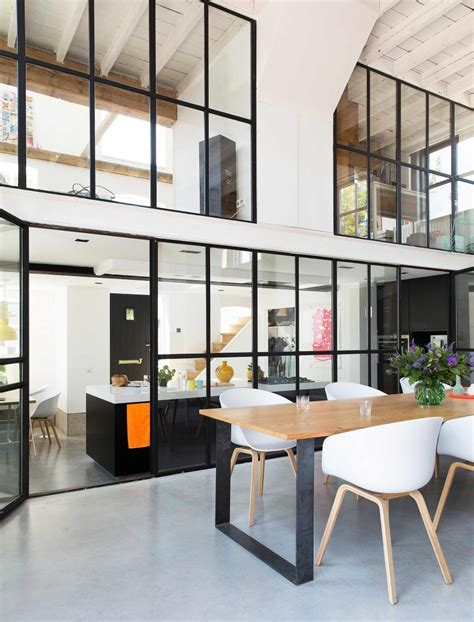 cuisine cristal verrière style atelier dans un loft rénové