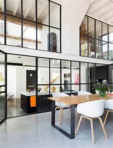 Verriere style atelier dans un loft renove for Deco cuisine avec chaise contemporaine design