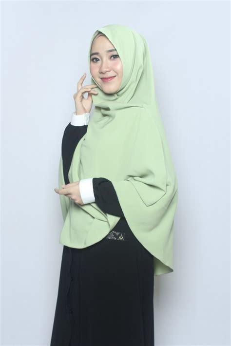 jilbab instan warna hijau lumut voal motif