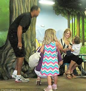 Tiger Woods plays happy families, days before signing ...