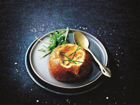 cuisine de a à z entrées recette de brioches au foie gras et œufs cocotte