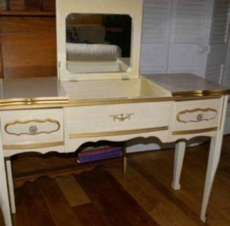 bonnet  sears collection french provincial vanity     french furniture