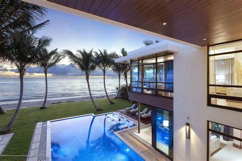 Beach House : Fox News Founder Roger Ailes Buys Insane $m Palm Beach