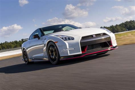 nissan gt  nismo review price specs    time evo