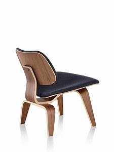 Eames Chair Lounge : eames molded plywood lounge chair with wood base upholstered herman miller ~ Buech-reservation.com Haus und Dekorationen