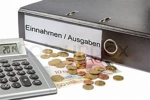 Freelancer Gehalt Berechnen : ein binder markiert wit die worte einnahme ausgabe deutschen finanzverwaltung kosten ~ Themetempest.com Abrechnung