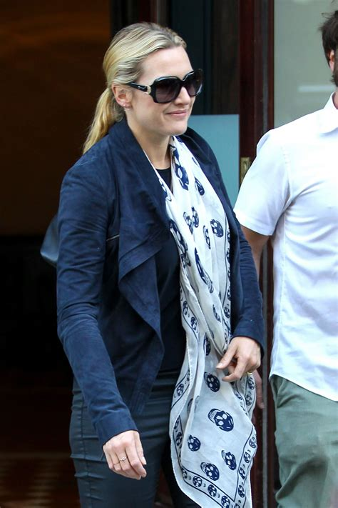 Kate Winslet WEars Skull Scarf on Her way to JFK Airport ...