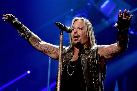 Vince Neil Never Apologized For Sex With Aandr Mans Girlfriend