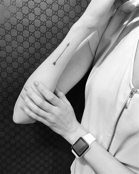 Arrow tattoo on the right forearm. Artista Tatuador: Jon Boy · Jonathan Valena | Tatts | Arrow