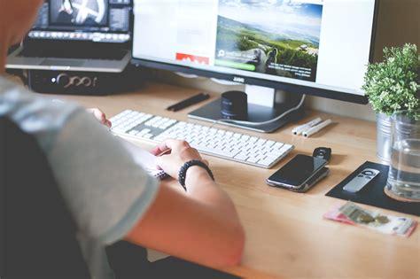 image libre homme programmeur site web conception web