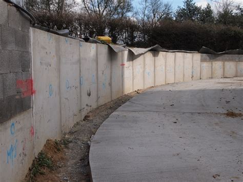 building a concrete retaining wall ground retaining walls precast concrete soil retaining walls