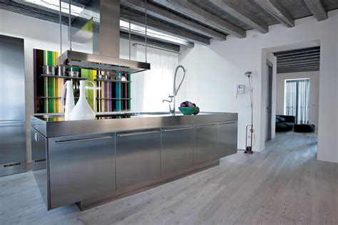 inox cuisine cuisine inox au design acier monolithique assumé atelier