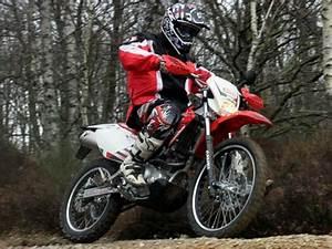 Permis B Moto : hm cre f 125 2011 l 39 enduro des permis b moto verte ~ Maxctalentgroup.com Avis de Voitures