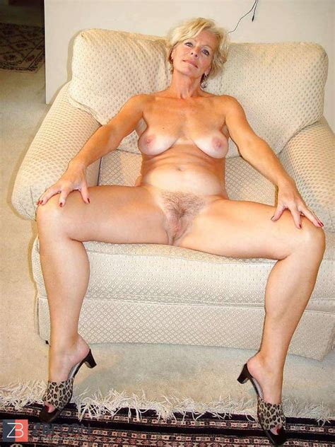 Justine A Mature Ash Blonde Posing In The Living Apartment
