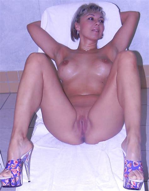 Hot Moms Open Legs Pics XHamster