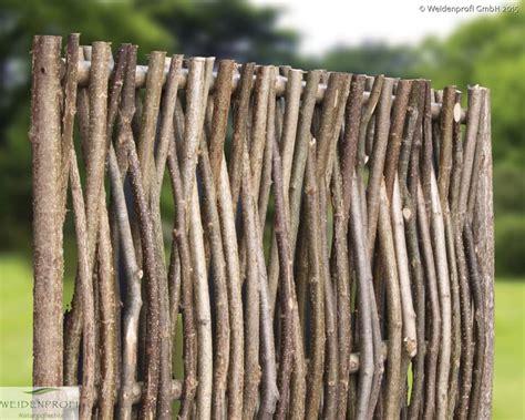 geflochtene gartenzäune haselnusszaun naturz 228 une sichtschutz haselnuss vom
