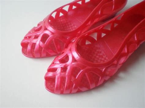 vintage jelly shoes sandals flats pink magenta peep toe